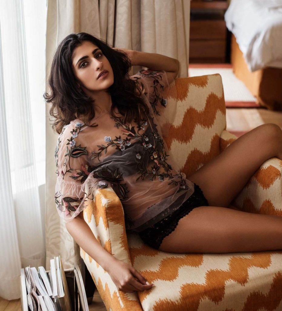 Kubra Sait Hot And Sexy