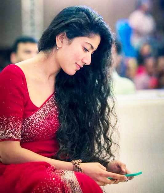 Sai Pallavi Hot Images red sarees