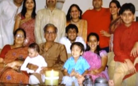 Sandeep-Toshniwal-with-his-family